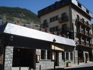 Nice Resort with Central Heating and Television - Canillo vacation rentals