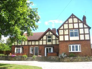 Arden Hill Farm House HOT TUB & Snooker Sleeps 16 - Stratford-upon-Avon vacation rentals