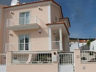 Comfortable Villa with Internet Access and Satellite Or Cable TV - Salir do Porto vacation rentals