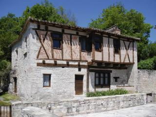Nice Guest house with Internet Access and Tennis Court - Belfort-du-Quercy vacation rentals
