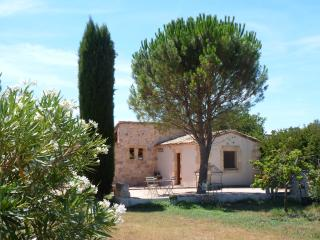 Bright Arles Studio rental with Internet Access - Arles vacation rentals