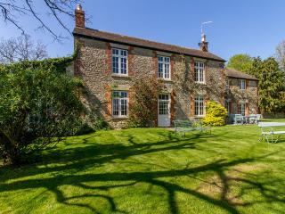 Large Victorian Farmhouse nr Oxford - Oct offers - Witney vacation rentals