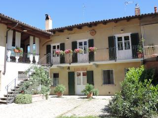 Monferrato: appartamento in cascina ristrutturata - Asti vacation rentals