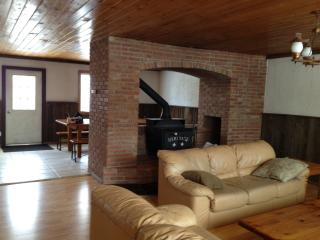 Six bedroom chalet with out door hot tub - Blue Mountains vacation rentals