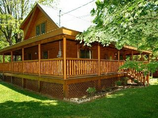Pigeon Forge cabin near downtown 3BR Trouthouse - Pigeon Forge vacation rentals