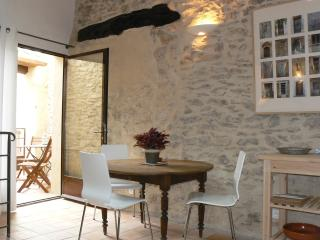 Charming Studio with Internet Access and A/C - Saint-Saturnin-les-Apt vacation rentals