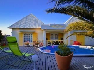 Cozy 2 bedroom Bungalow in Saint-Joseph - Saint-Joseph vacation rentals
