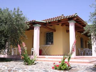 VILLA DEGLI ULIVI E DELLE ROSE - Orosei vacation rentals