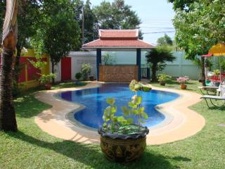 6 bedrooms in a guest Villa for 2 to 14 people. - Rawai vacation rentals