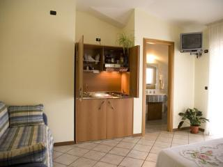 Adorable Cave house in Montella with Internet Access, sleeps 3 - Montella vacation rentals
