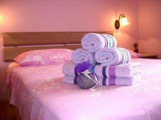 Charming Lavender, centre, Stari Grad - Stari Grad vacation rentals