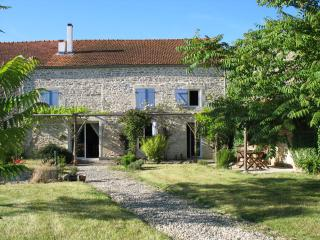 La Poulaillerie - renovated barn in small hamlet - Surgeres vacation rentals