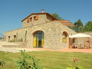 Bright 4 bedroom Gaiole in Chianti House with Deck - Gaiole in Chianti vacation rentals