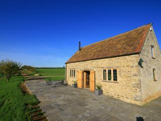 Calcot Peak Barn, peaceful & private in Cotswolds - Northleach vacation rentals