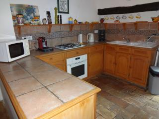 Gorgeous 3 bedroom Clermont L'herault House with Internet Access - Clermont L'herault vacation rentals