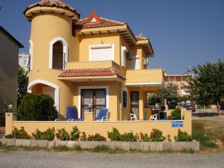 Perfect Villa with A/C and Hot Tub in Altinkum - Altinkum vacation rentals