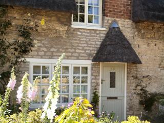 Sticky End - Thatched Rutland Luxury Holiday Cottage - Oakham vacation rentals