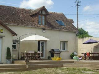 Comfortable 2 bedroom Gesnes-le-Gandelin Gite with Internet Access - Gesnes-le-Gandelin vacation rentals