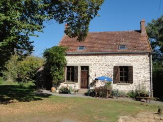 Charming Cottage with Satellite Or Cable TV and Outdoor Dining Area - La Cellette vacation rentals