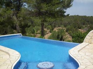 4 bedroom Villa in Benimussa, Ibiza, Ibiza : ref 2240122 - San Agusti des Vedra vacation rentals