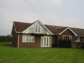 2 bedroom Bungalow with Internet Access in Hadleigh - Hadleigh vacation rentals