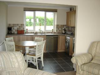 Beautiful Bungalow with Internet Access and Dishwasher - Hadleigh vacation rentals