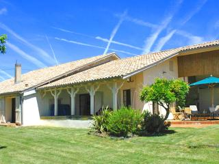4 bedroom Farmhouse Barn with Internet Access in Seyches - Seyches vacation rentals