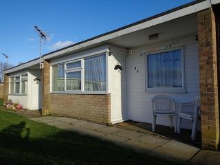 Comfortable Chalet with Short Breaks Allowed and High Chair - Hemsby vacation rentals