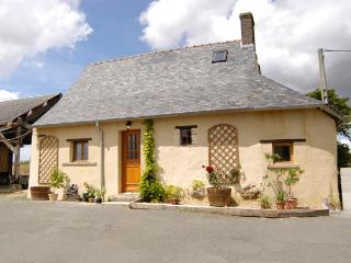 2 bedroom Cottage with Internet Access in Le Grand-Luce - Le Grand-Luce vacation rentals