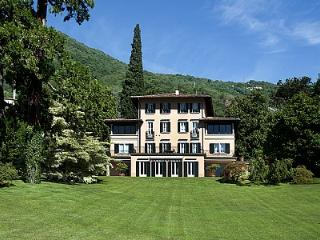 Charming 10 bedroom Vacation Rental in Santa Maria di San Siro - Santa Maria di San Siro vacation rentals