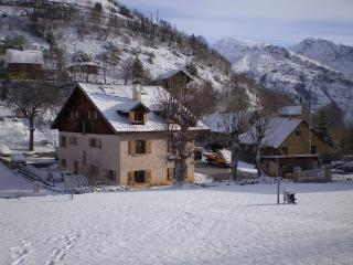 Perfect Chalet with Internet Access and Dishwasher - Oz en Oisans vacation rentals