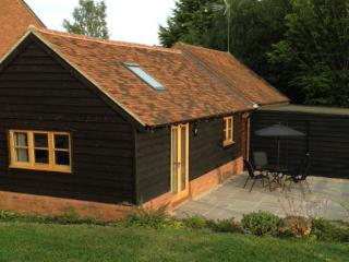 Little Oak Barn, on edge of Chiltern Hills. - Leighton Buzzard vacation rentals