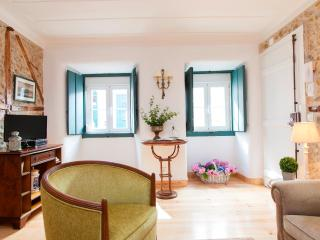 Au Petit Prince - Pleasant Backyard Principe Real - Lisbon vacation rentals