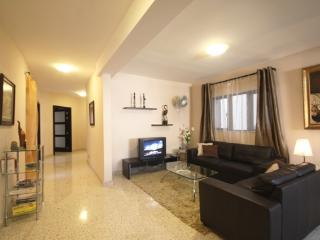 Il-Girna Court Charming Apt  x 4 bedrooms sleeps 10 - Haz-Zebbug vacation rentals
