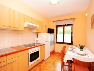 Apartment Ivanka - 66801-A1 - Mundanije vacation rentals