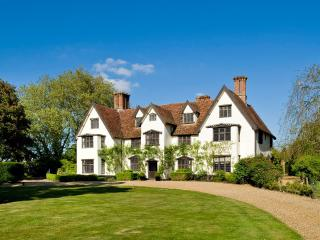 8 bedroom Manor house with Internet Access in Saxlingham Nethergate - Saxlingham Nethergate vacation rentals
