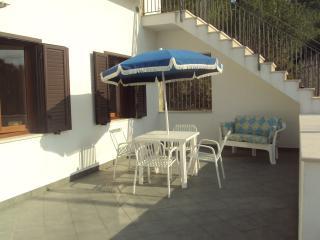 Piccolo Uliveto-Trilocale al 1° piano - 6/7pers. - Province of Foggia vacation rentals