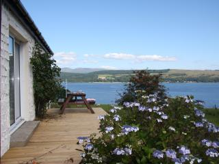 Perfect 3 bedroom Dunoon Cottage with Internet Access - Dunoon vacation rentals