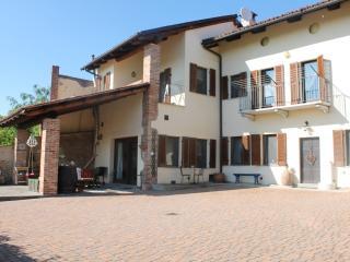 Idyllic farmhouse in Asti - Asti vacation rentals