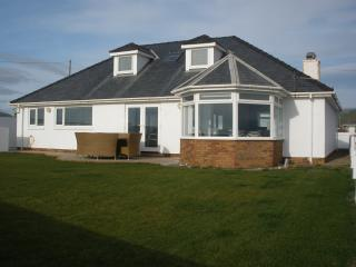 Perfect Bungalow with Internet Access and Hot Tub - Tywyn vacation rentals