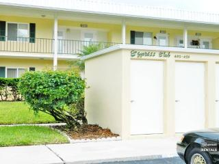 Experience Naples living in this adorable 1 bed 1 bath condo - Naples vacation rentals