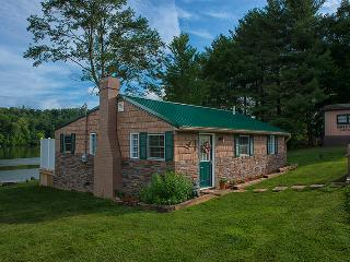 "Eagle View Lake House Hocking Hills, Ohio ""Luxury"" - Logan vacation rentals"