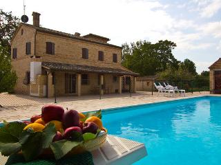 Marcheholiday Villa Paradiso - villa with pool - Treia vacation rentals