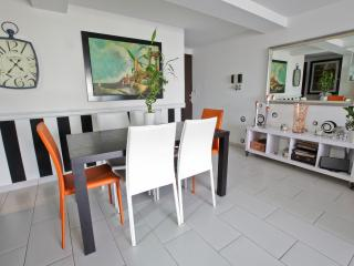 Nice Condo with Internet Access and Dishwasher - San Salvador vacation rentals