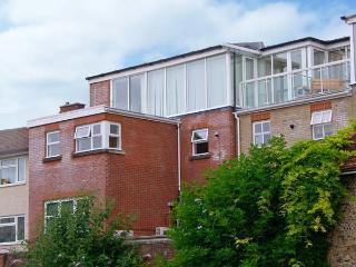 THE LOFT, modern duplex apartment, WiFi, superb views, city centre location in Salisbury, Ref. 912859 - Salisbury vacation rentals