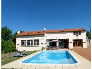 Beautiful 3 bedroom Saint-Cyprien Gite with Internet Access - Saint-Cyprien vacation rentals