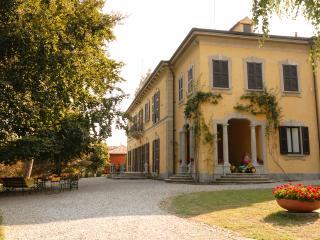 Spacious 13 bedroom Villa in Casatenovo - Casatenovo vacation rentals