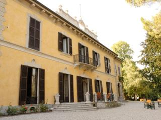 Spacious 13 bedroom Casatenovo Villa with Internet Access - Casatenovo vacation rentals