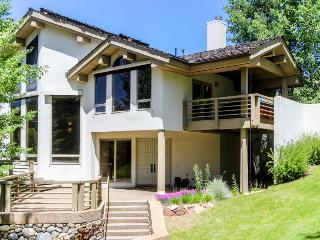 Lovely home with mountain views, private hot tub, close ski access, deck! - Sun Valley vacation rentals