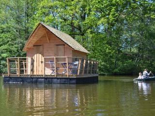 Cabane flottante Belle-Ile - Mayenne vacation rentals